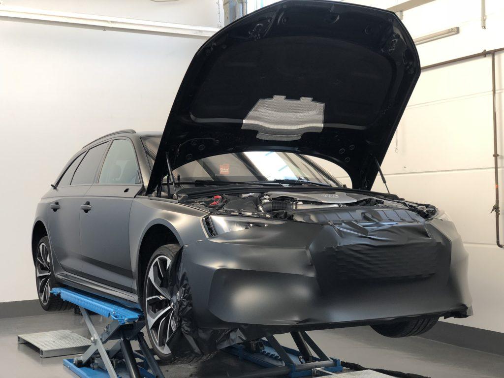 Audi RS4 Details Front