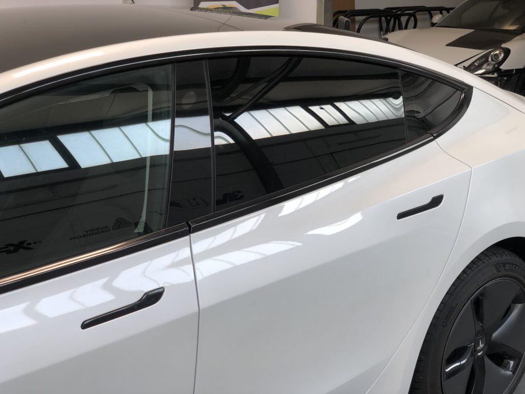 Tesla Chromeleisten folieren