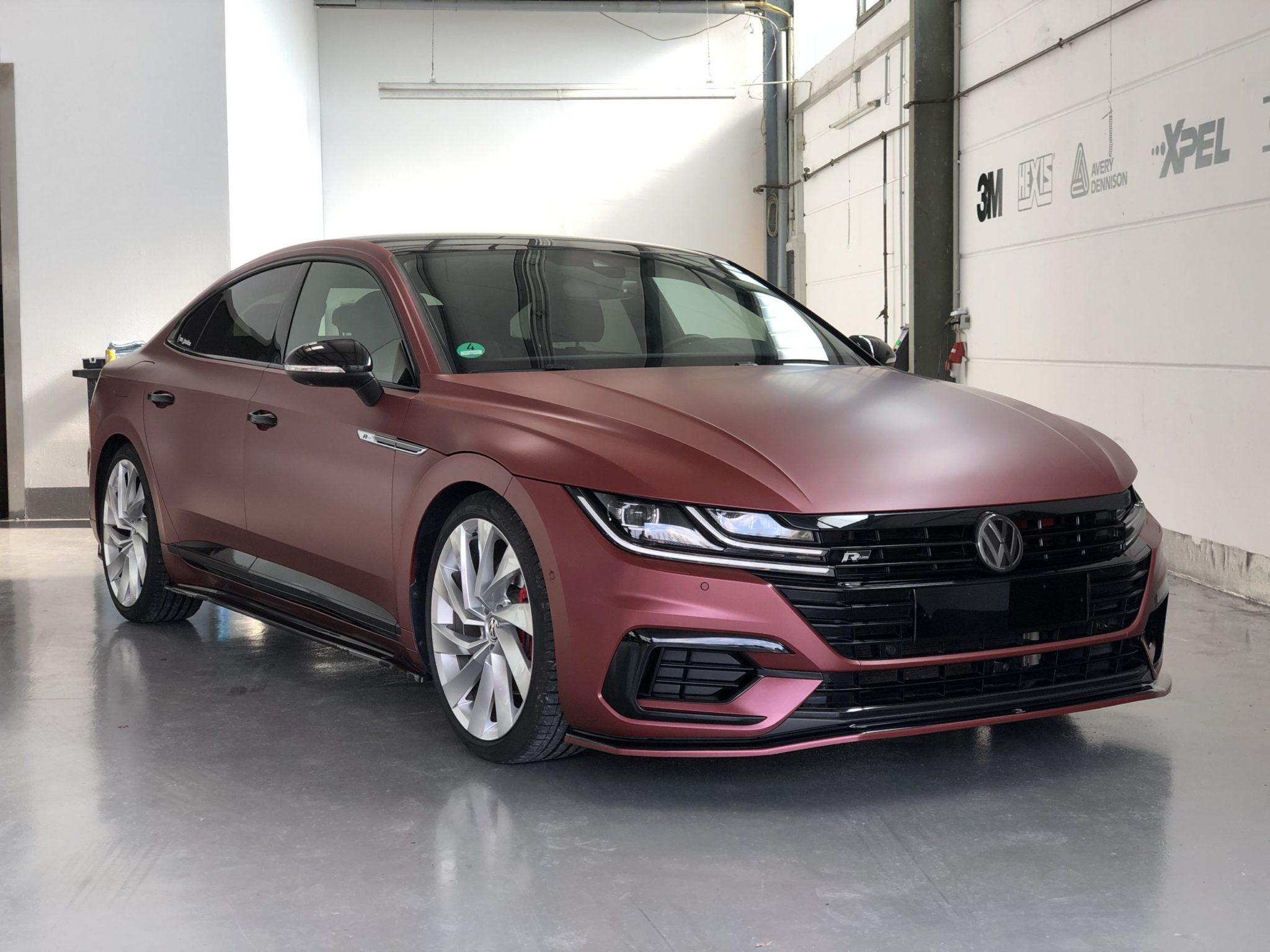 VW Arteon Oracal Rot Braun Metallic